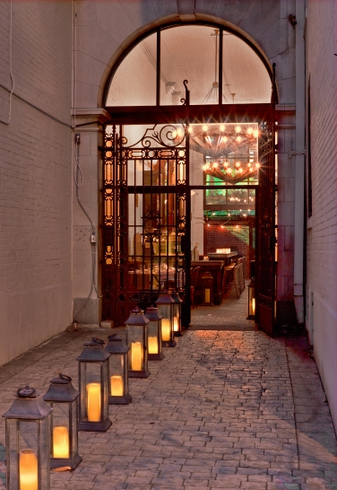 Entrance to restaurant (photo credit Eric Laignel)