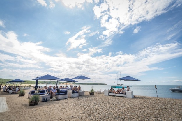navybeach-outdoor-dining-3-1024x683